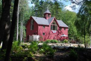 Carriage House by Yankee Barn