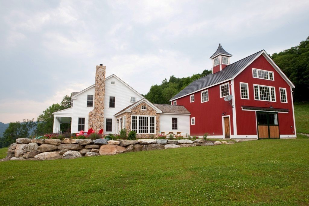 A post beam carriage house in vermont for Houses with barns