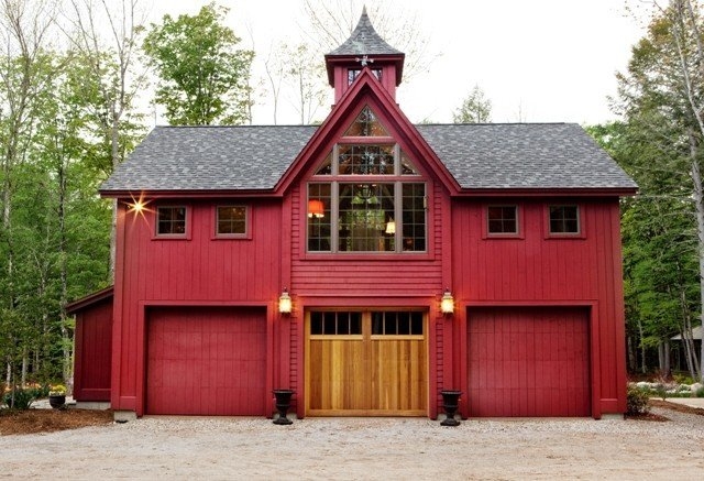Yankee barn homes builds in all styles for Post and beam carriage house plans