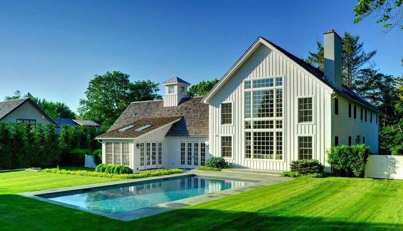 Modern East Hampton Post and Beam Barn Home