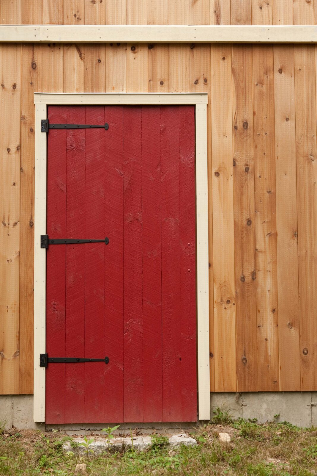 Red barn door entrance of Yankee Barn Home barn
