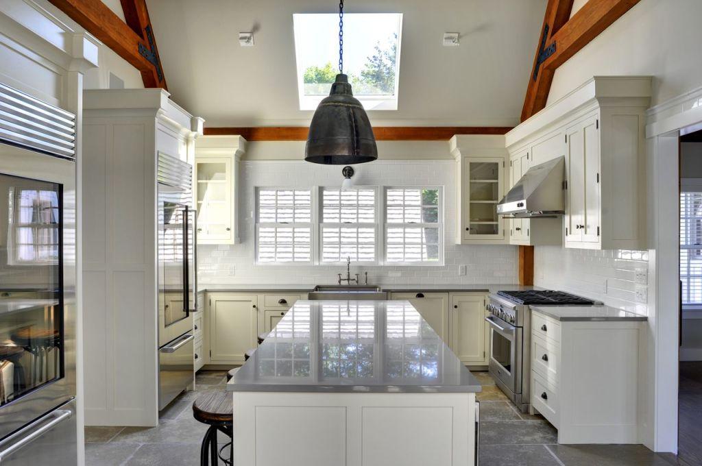 Fresh modern open kitchen in East Hampton contemporary barn home
