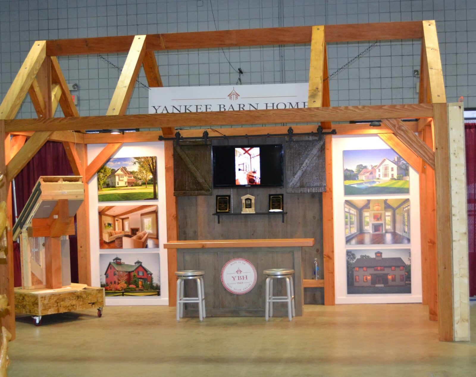 Yankee Barn Homes Display