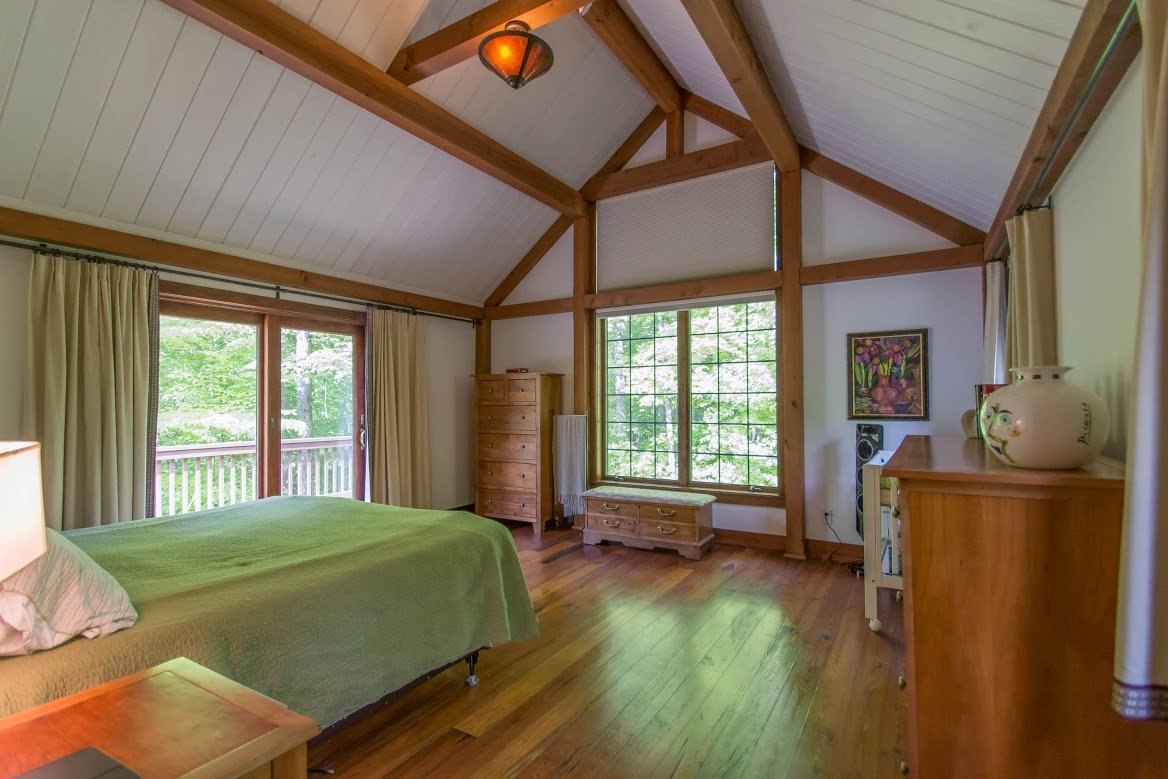 Kerr Creek Barn Home Bedroom - Yankee Barn Homes