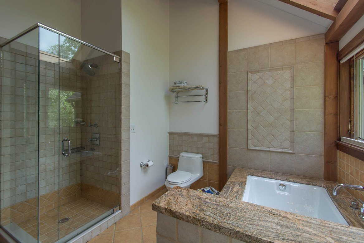 Kerr Creek Barn Home Bathroom - Yankee Barn Homes