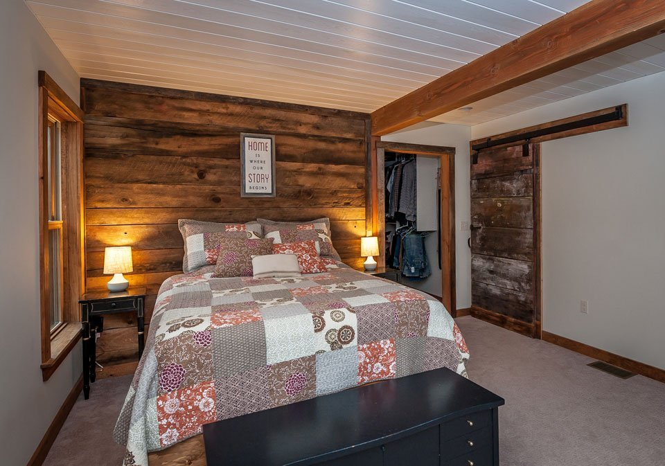 Boulder-Meadows-Post-and-Beam-Bedroom