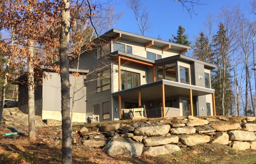 Mad river modern yankee barn homes for Modern post and beam homes