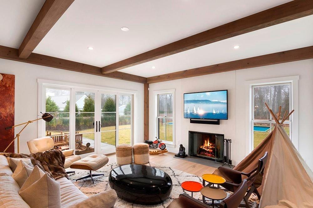 East Hampton Contemporary Post And Beam Home Living Room