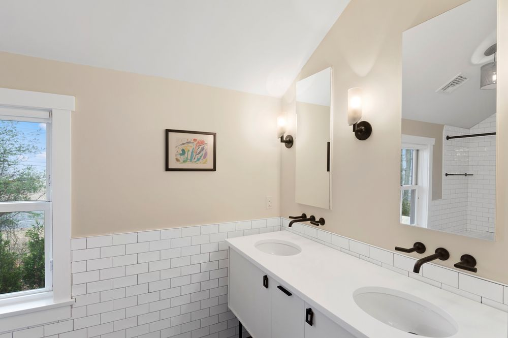 East Hampton Contemporary Home Bathroom
