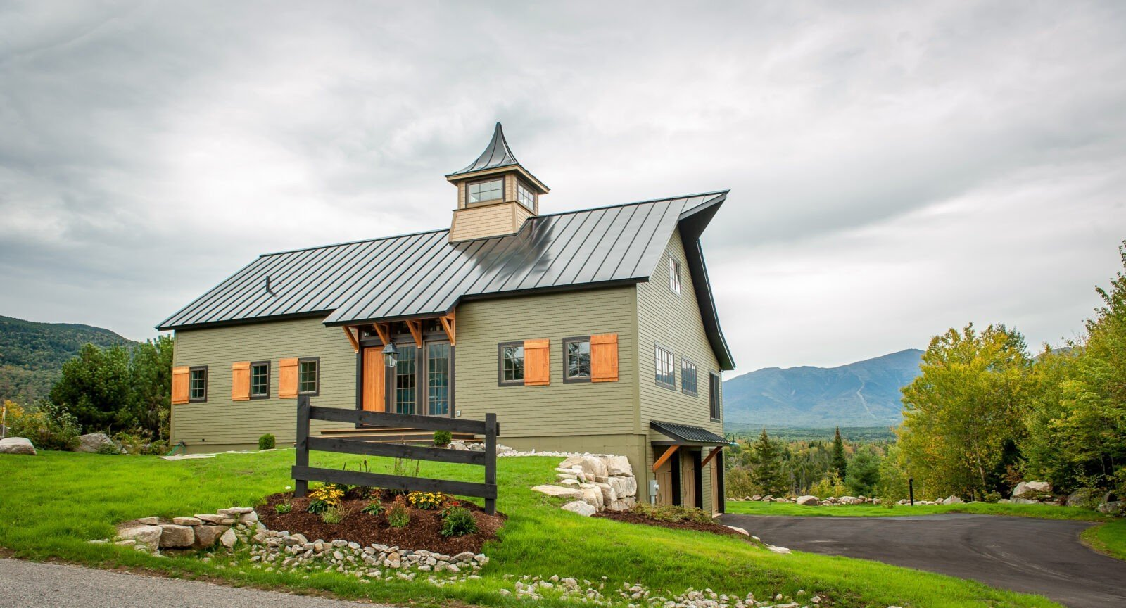 Top notch barn home plans from the ybh design team for Pole barn home gallery