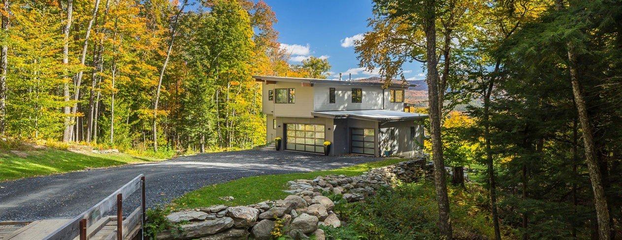 Contemporary Prefab Mid-Century Modern Yankee Barn Home